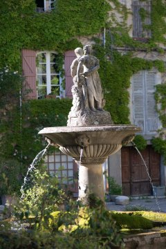 1a_Saignon fountain